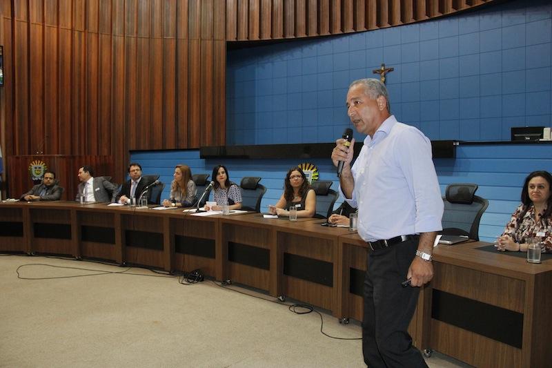 Em 2013, Campo Grande atendeu cerca de 1.500 pacientes por dia nas Unidades Básicas de Saúde decorrentes da epidemia de dengue, segundo o secretário municipal de Saúde, Ivandro Fonseca.