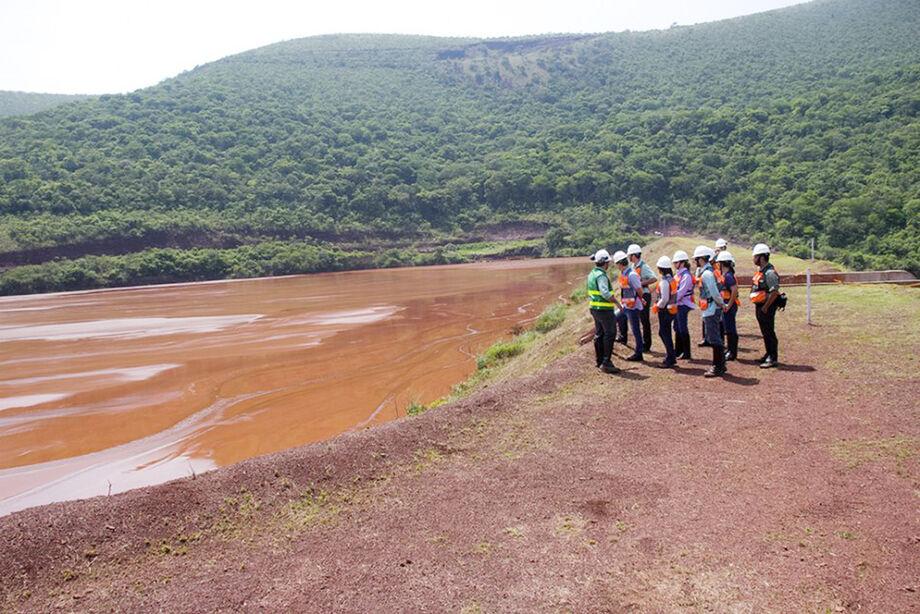 Prefeito de Corumbá e tecnicos visitam a maior barragem da Vale25j