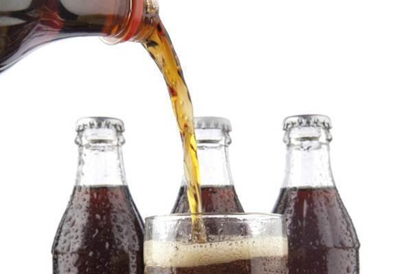 O consumo diário da bebida que é rica em açúcar pode acelerar o envelhecimento tanto quanto fumar