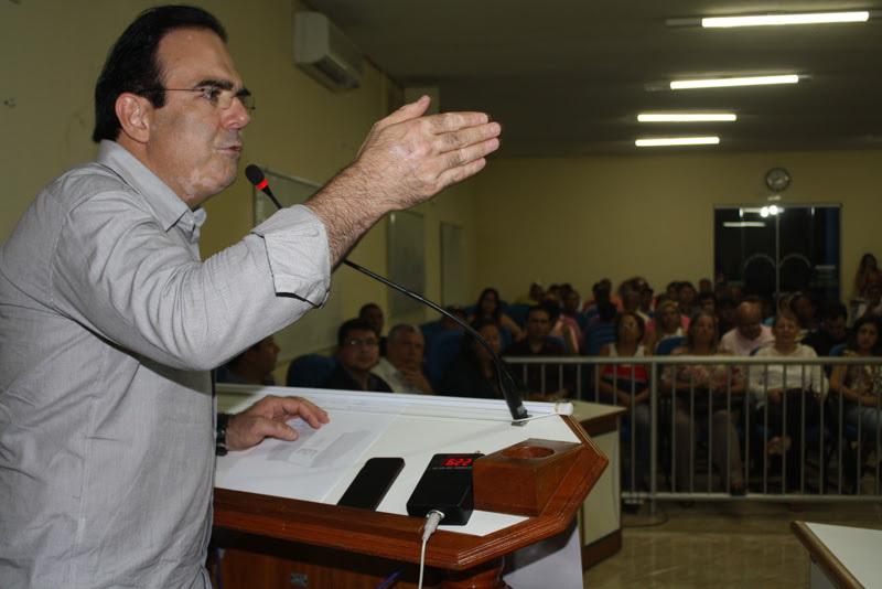 O deputado estadual Felipe Orro (PDT) esteve em Coxim na noite desta sexta-feira (27), quando participou de ato de filiação do Professor Bira, pré-candidato a prefeito da cidade pelo PDT,.