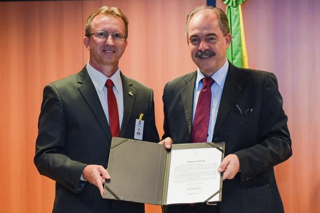 O reitor foi empossado pelo ministro da Educação Aloizio Mercadante