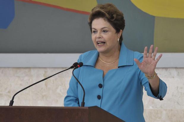 EM TEMPO: A presidente voltou a dizer que a motivação para o processo contra ela é política e atenta contra a democracia.