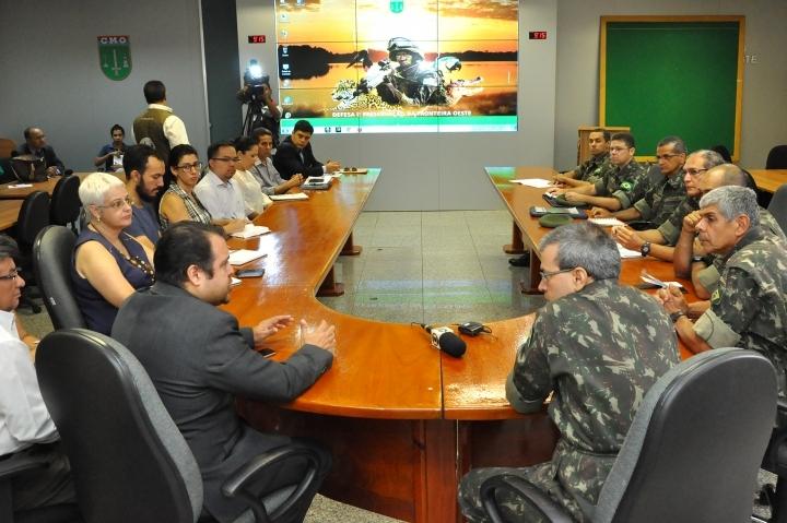 O encontro contou com a presença do secretário municipal de Saúde e o Exército Brasileiro foi representado pelo subchefe de projetos e cooperação, coronel Queiroz e pelo subchefe do Comando do Centro de Operações, coronel Valle.