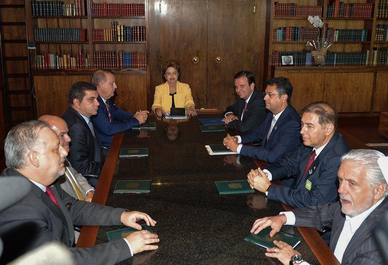A presidenta da República, Dilma Rousseff, reúne-se com prefeitos e ministros no Palácio da Alvorada