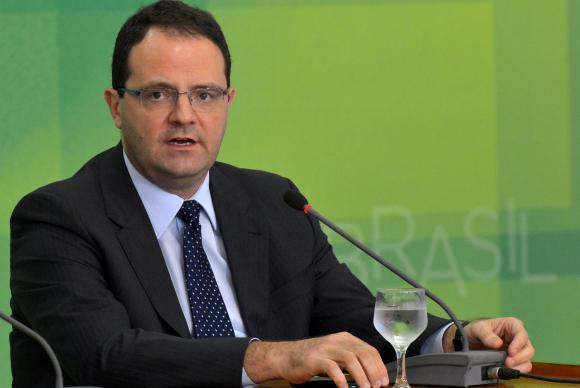 Novo ministro da Fazenda, Nelson Barbosa, fala à imprensa, no Palácio do Planalto