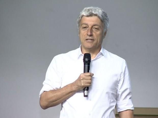 O jornalista e apresentador Caco Barcellos