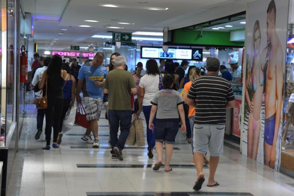 Movimento em shopping