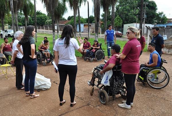A entrega foi realizada no Ginásio Guanandizão, local onde a equipe treina.