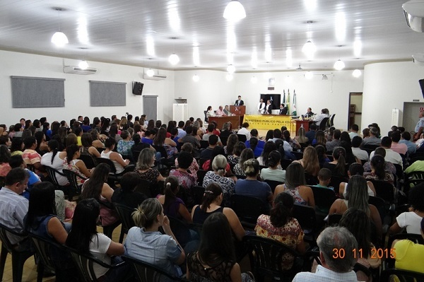 Entre diretores, professores, pais e alunos, mais de 120 pessoas participaram do debate sobre a qualidade da educação nos dois municípios.