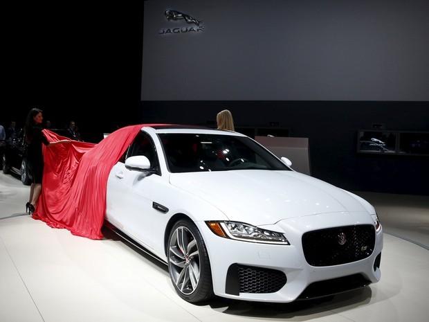 Jaguar XF entra em nova geração, com mais alumínio na carroceria
