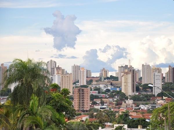Campo Grande também  a temperatura máxima será de 34ºC e a mínima de 22ºC.