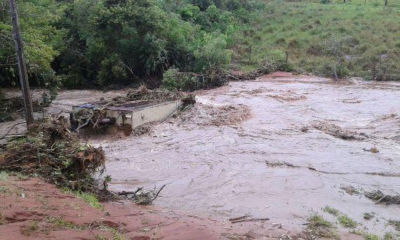 Córrego que abastece Coronel Sapucaia, após as chuvas