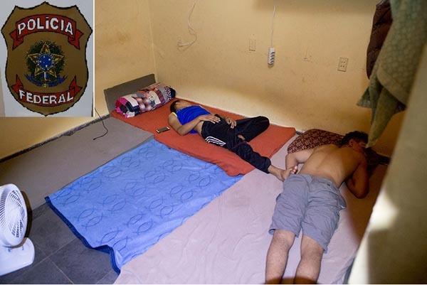 A pena para o crime de redução a condição análoga à de escravo é de reclusão, de dois a oito anos, e multa, além da pena correspondente à violência.
