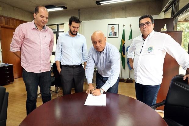 Com a medida, o governo prevê uma economia anual de R$ 3,5 milhões diz o secretário da pasta, Carlos Alberto de Assis.