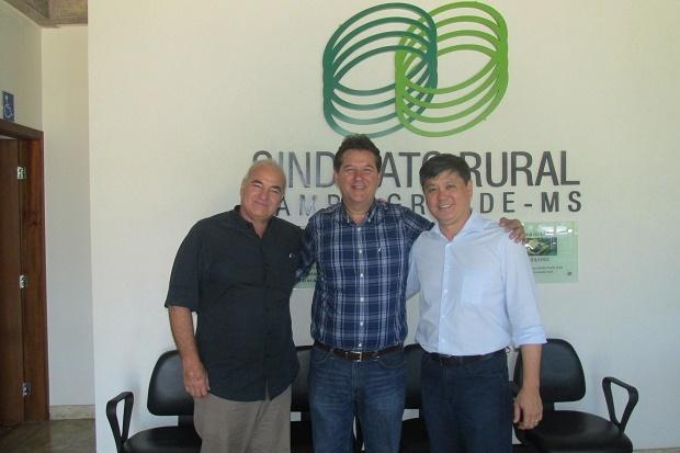 Oscar Stuhrk, presidente do SRCG, Ruy Fachini Filho, presidente eleito, e Maurício Saito, presidente da Famasul