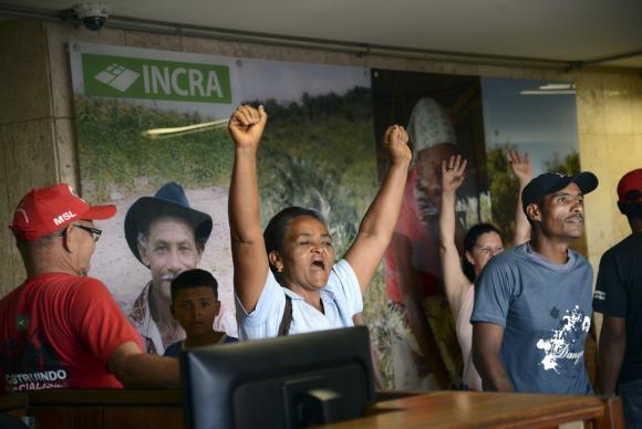 Integrantes do Movimento Social de Lutas invadem a sede do Incra em Brasília