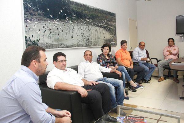 Prefeitos durante reunião na Assomasul