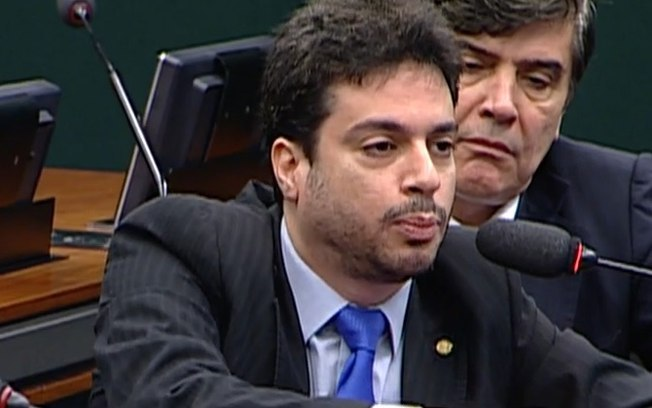 O deputado federal Vinicius Gurgel (PR-AP) se explica sobre suposta falsificação