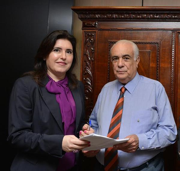 A senadora Simone Tebet e o Ministro dos Transportes Antônio Carlos Rodrigues