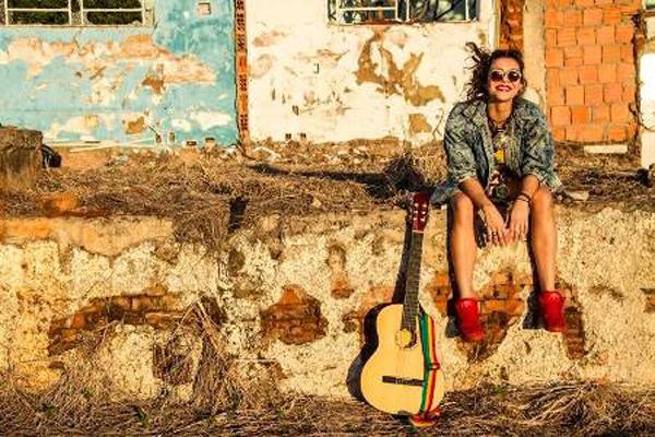 Aos 23 anos de idade, Marina Peralta tem se destacado no cenário musical, tanto do Estado de Mato Grosso do Sul como no cenário nacional
