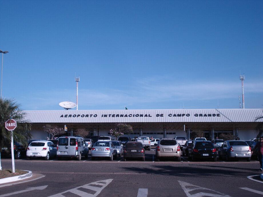 O terminal opera com restrições para pousos e decolagens