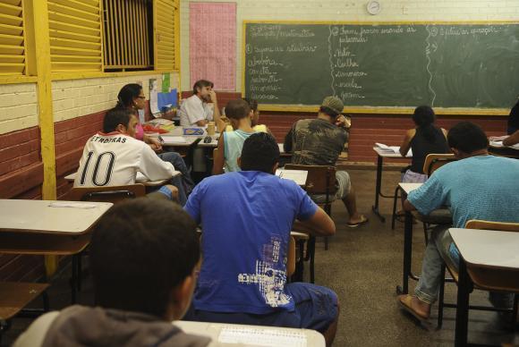 Aumenta número de jovens pobres que concluem o ensino médio
