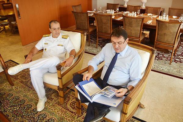 """""""Abordamos a importância da proximidade do Sistema Fiems com a Marinha do Brasil para o desenvolvimento de MS"""" destacou Sérgio Longen a Petrônio Aguiar"""
