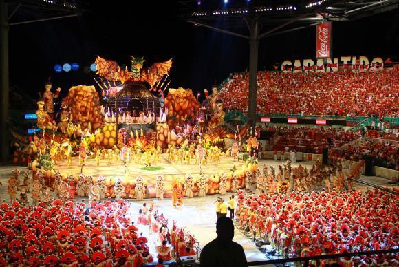 Boi Garantido abre primeira noite do Festival de Parintins, no Amazonas