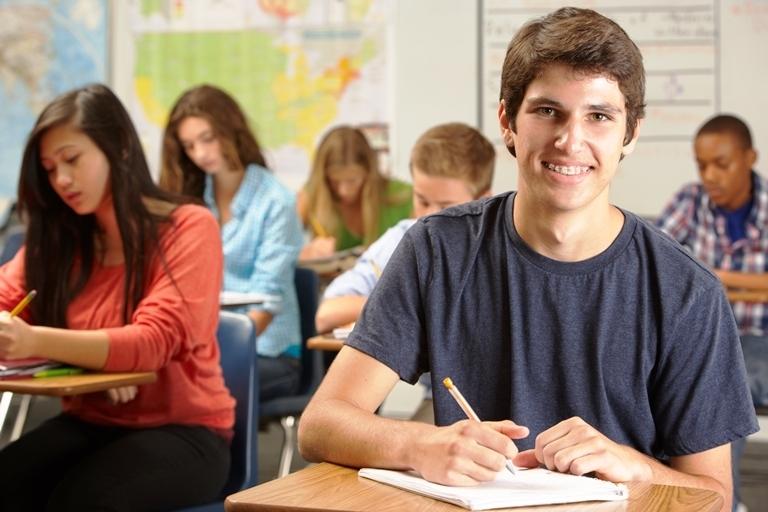 Programa Mais Bolsas tem como objetivo promover o acesso de jovens e adultos ao ensino superior