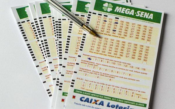 Caso o apostador acerte sozinho os seis números da modalidade, pode aplicar todo o valor na Poupança da CAIXA e obter um rendimento mensal de R$ 58 mil