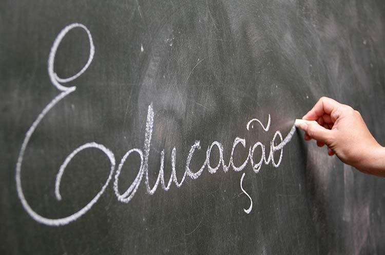 Objetivo é fixar conteúdos mínimos que os estudantes devem aprender a cada etapa da educação básica