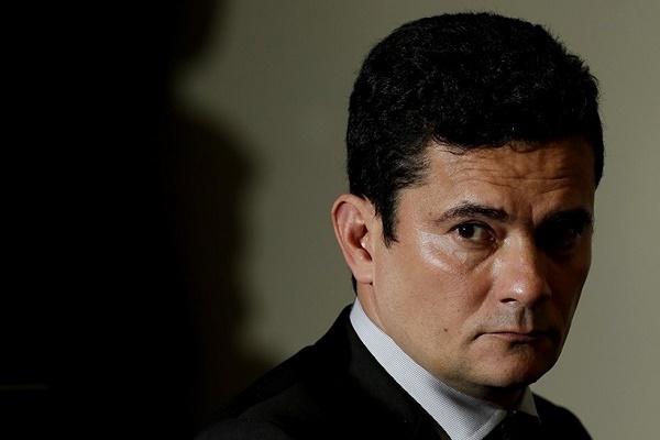 No dia 9 de junho, Moro recebeu denúncia apresentada pela força-tarefa de procuradores da Operação Lava Jato contra Cláudia Cruz e outros investigados que viraram réus
