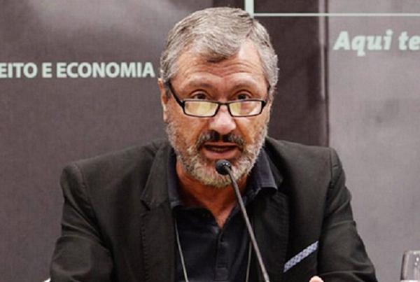 Ele atuou como advogado do governo brasileiro na Comissão de Empresas Transnacionais das Nações Unidas em Nova York e Genebra (1980-1981)