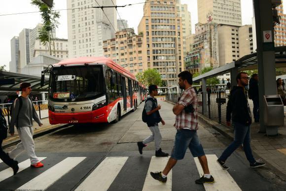 Pesquisa do IBGE constatou que transportes e serviços auxiliares de transportes registraram queda de 2 pontos percentuais
