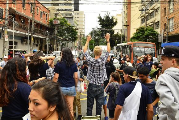 Estudantes se organizam para ocupar escolas e vias públicas com intuito de debater a educação