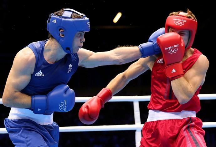 Até agora, apenas atletas amadores é que lutavam a modalidade  nas Olimpíadas