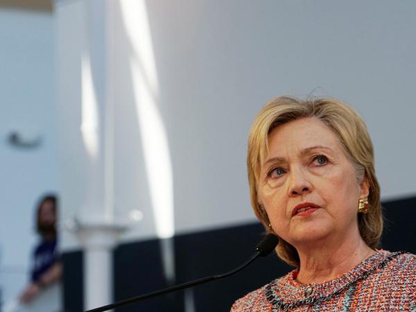 Um funcionário da campanha de Hillary disse que o interrogatório aconteceu na sede do FBI em Washington, nos EUA, e durou aproximadamente três horas e meia