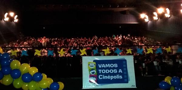 """Além do projeto """"Vamos Todos a Cinépolis"""", a rede no Brasil também apoia a Cinemagine, voltada para deficientes visuais, que utilizam a sala 4DX como estímulos sensoriais e possui uma parceria com o Instituto Ayrton Senna, em que os clientes são convidado"""