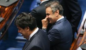 Brasília - Senador Renan Calheiros decide continuar com o procsso de impeachment na Casa. Na foto, o senador Aecio Neves (Fabio Rodrigues-Pozzebom/Agência Brasil)