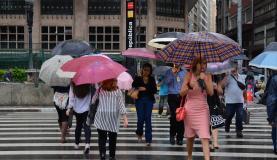 São Paulo - A chuva na cidade em janeiro deste ano se aproxima da média para o mês registrada nos últimos quatro anos, de acordo com o Centro de Gerenciamento de Emergências do município (Rovena Rosa/Agência B