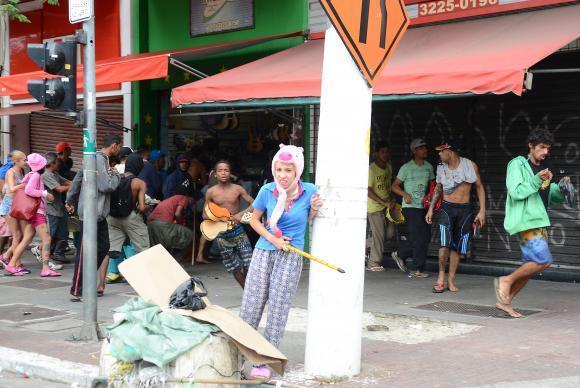 São Paulo - Lojas são saqueadas durante conflito entre usuários de drogas e a polícia no bairro Santa Ifigênia, região conhecida como Cracolândia.