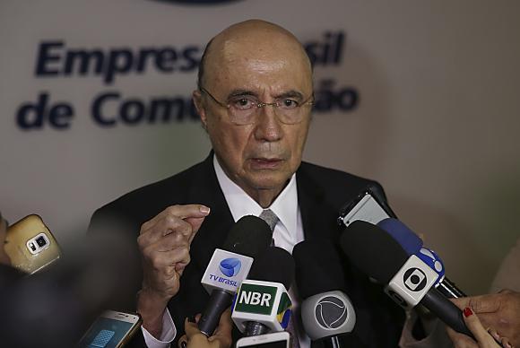 Brasília - O ministro da Fazenda, Henrique Meirelles, fala à imprensa sobre as reformas trabalhista e previdenciária, após participar do programa Agora Brasil, na NBR, canal de TV da Empresa Brasil de Comunicação