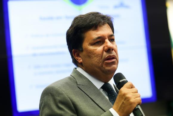 Brasília - O ministro da Educação, Mendonça Filho, participa de sessão conjunta das comissões de Educação e de Fiscalização Financeira e Controle da Câmara para falar sobre diretr