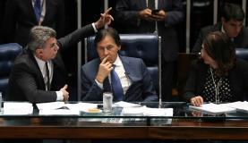 Brasília - Senadores Romero Jucá, Eunício Oliveira e Kátia Abreu durante discussão em plenário do decreto convocando as Forças Armadas para garantir a segurança pública nas ruas de Brasí
