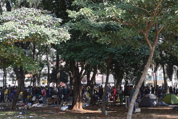 São Paulo - Usuários de drogas se concentram na Praça Princesa Isabel, após ações de desocupação da Cracolândia (Rovena Rosa/Agência Brasil)