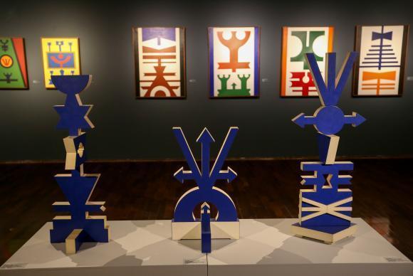 Brasília - Exposição Rubens Valentim Construção e Fé, que apresenta 60 trabalhos do pintor e escultor baiano (1922-1991), com ênfase na produção dos tempos vividos em Brasília. ( Rodrigu