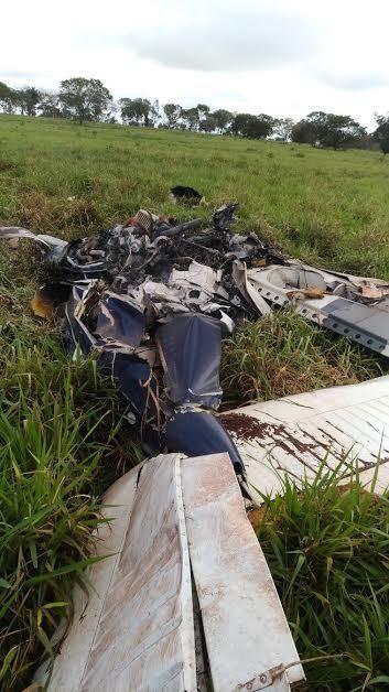 O bimotor modelo Piper Seneca V, de prefixo PT-WPD caiu neste domingo (28), por volta do meio-dia, em Coxim