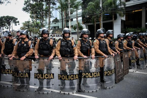 Segurança reforçada para o depoimento do ex-presidente Luiz Inácio Lula da Silva na Justiça Federal em Curitiba (EFE/Direitos Reservados)
