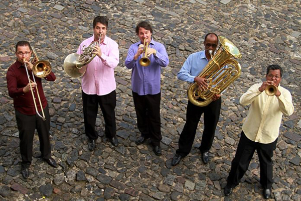 Uma das bandas integrantes é o Quinteto de Metais da UFBA , direto da Bahia