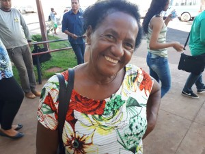A dona Sebastiana elogiou o trabalho de acolhimento. (Foto: Assessoria/SESAU)